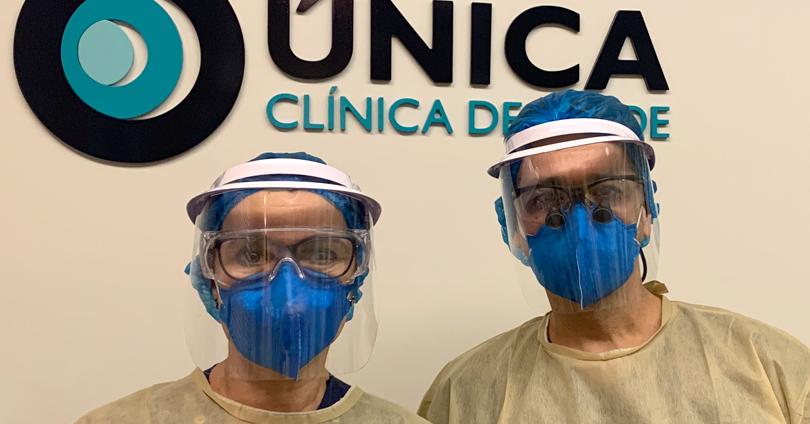 Dentista da Odonto Única com máscaras de proteção